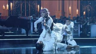 Lindsey Stirling Performs 'Carol of the Bells' at the 2018 CMA Country Christmas