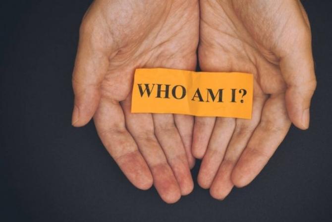 Tôi Là A i ?  Who Am I ?