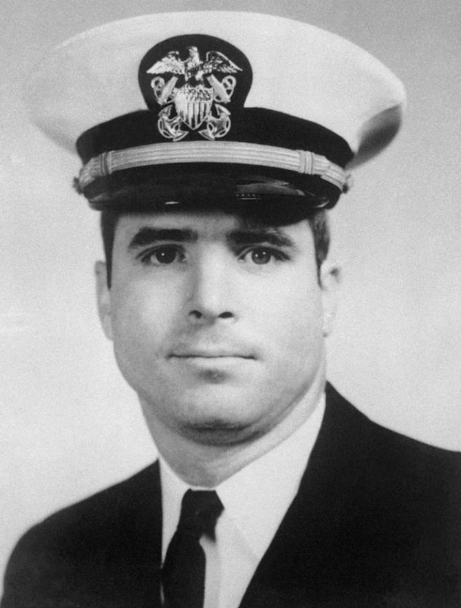 Những dấu mốc đáng nhớ trong cuộc đời Thượng nghị sĩ John McCain